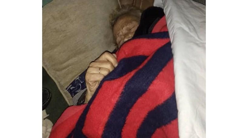 Resultado de imagem para Idosa de 93 anos fica a dormir na rua após ter alta hospitalar no Porto