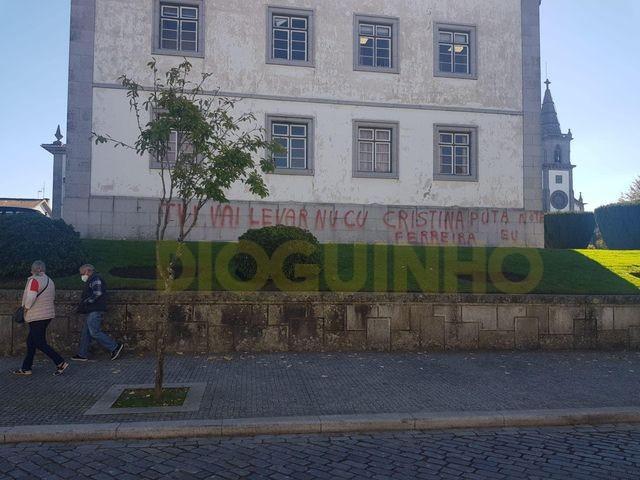 Tribunal de Fafe vandalizado com insultos à TVI e a .. Cristina Ferreira