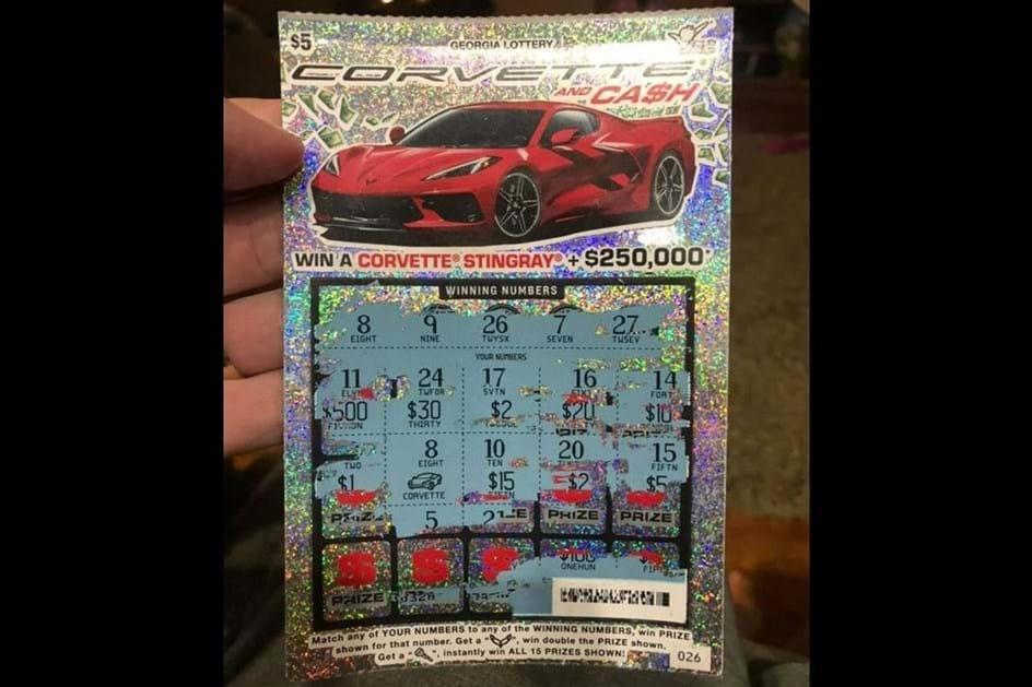 """Homem ganha Corvette C8 em """"raspadinha"""" mas não há nenhum em """"stock"""" para lho darem"""