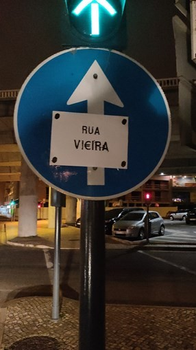 """Colocadas tarjas no Estádio da Luz a criticar direção do SL Benfica: """"Rua Vi€eira"""""""