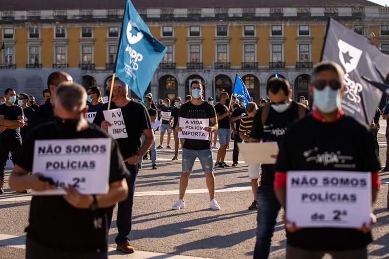Polícias sairam à rua em protesto para pedir maior subsídio de risco